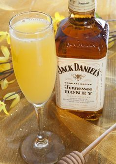 Honey Bee Bellini, perfect for brunch. Jack Daniels' Tennessee Honey Liqeur in a champagne flute (with O. and peach nectar and soda water). Party Drinks, Cocktail Drinks, Fun Drinks, Yummy Drinks, Cocktail Recipes, Alcoholic Drinks, Beverages, Bellini Cocktail, Paloma Cocktail