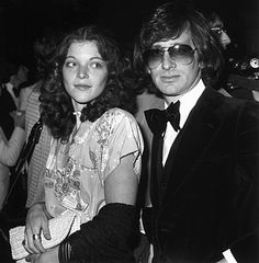 Amy Irving and Steven Spielberg. When they divorced, she received 100 million dollars- the third most expensive divorce on record at that time. Celebrity Couples, Celebrity Weddings, Hollywood Couples, Hollywood Style, Celebrity Photos, Amy Irving, Donald Glover, People Of Interest, Adam Sandler