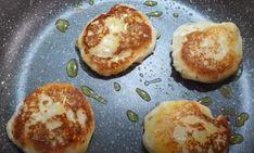 Συνταγή για πεντανόστιμα πατατοπιτάκια με φέτα!   ediva.gr Feta, Pancakes, Eggs, Breakfast, Morning Coffee, Egg, Pancake, Morning Breakfast, Egg As Food