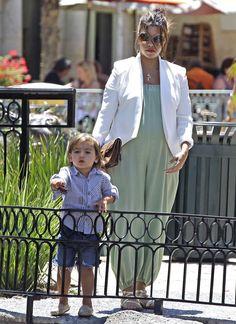 Kourtney Kardashian Photo - Kourtney Kardashian and Scott Disick Take Mason Out In Calabasas