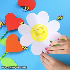 Heart Flower Craft - lovely Mother's Day crafts - Easy 5 minute crafts to do when your bored Easy Mother's Day Crafts, Mothers Day Crafts For Kids, Diy Mothers Day Gifts, Spring Crafts For Kids, Paper Crafts For Kids, Craft Activities For Kids, Preschool Crafts, Children's Day Craft, Mothers Day Cards Craft