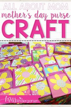 A Mother's Day craft gift that a mother will never forget! An adorable purse filled with *honest* descriptions about mom or grandma! An easy craft for kids to do at school and send home to mom.#mothersdaycraft #kindergartencraft