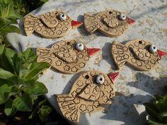 ptáčci červenozobáčci sada (5ks)keramických ptáčků na zavěšení velikostcca 7,5 x 4,5 cm ...na přání možno vyrobit libovolné množství  zasílám jako křehké zboží