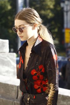 FRESH – TheyAllHateUs Gigi Hadid Looks, Bella Gigi Hadid, Bella Hadid Style, Stylish Tops For Women, Model Look, Celebs, Celebrities, Supermodels, My Girl