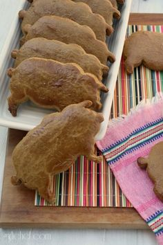 (Marranitos) Marranitos - My daughter and I used to eat these all the time!Marranitos - My daughter and I used to eat these all the time! Mexican Pastries, Mexican Sweet Breads, Mexican Bread, Mexican Dishes, Baking Recipes, Cookie Recipes, Freezer Recipes, Freezer Cooking, Cooking Tips