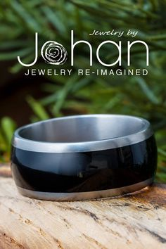 Black wood lines the inlay of this hypoallergenic #weddingband from Jewelry by Johan. #JewelrybyJohan