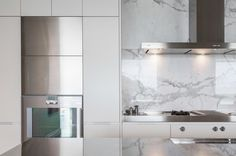 love white marble for bathrooms Kitchen Hoods, White Marble, Architects, Bathrooms, Saints, Kitchens, Mirror, Projects, House