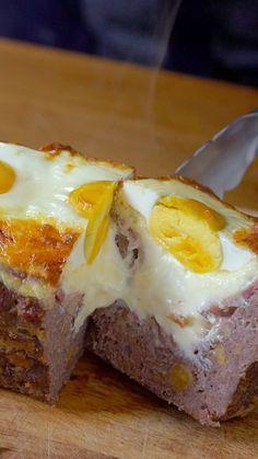 Esse bolo de carne recheado é o motivo perfeito para convidar os amigos em casa.