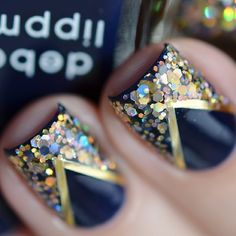 Glitter nails / nail art, great for holidays! Striping tape, black with gold holographic glitter, could do it higher up for a modified French tip look Get Nails, Fancy Nails, Love Nails, How To Do Nails, Hair And Nails, Fabulous Nails, Gorgeous Nails, Pretty Nails, French Nails Glitter