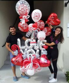 I LOVE YOU . MIAMI 📲(786)779.75.23 CARACAS ☎️(0212) 7503430 (0424)2697110 Cc Galerias Avila Nivel acceso DECORACIONES GLOBOS Tienda 02127503430 #bygenesisnieves #aprendeydecora #regalaysorprende . . . #balloon #balloons #art #balloonsculpture #talentovenezolano #diseñovenezolano #hechoenvenezuela #talentonacional #arreglodeglobos #venezuela #amor #cumpleaños #globos #arreglos #ramos #sorpresa #decoracionesglobos #sorpresa #miami #doral #doralzuela #venezolanosenmiami #party #partyrent... I Love You Balloons, Balloons And More, Balloon Gift, Balloon Garland, Valentine Gift Baskets, Valentine Gifts, Balloon Decorations Party, Birthday Decorations, Balloon Clusters