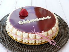 chic,chic,choc...olat: Gâteau de naissance: entremet mousse de fraises