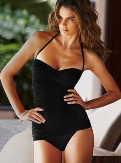 Retro one-piece = swimsuit perfection!