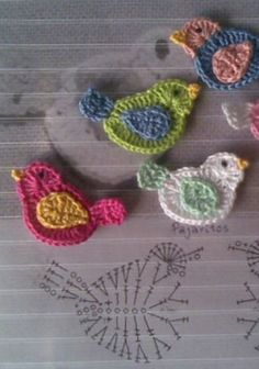 alice brans posted bird applique, crochet appliques and crochet birds. to their -crochet ideas and tips- postboard via the Juxtapost bookmarklet. Crochet Diy, Crochet Birds, Crochet Amigurumi, Love Crochet, Irish Crochet, Crochet Flowers, Crochet Animals, Crochet Unicorn, Crochet Fabric