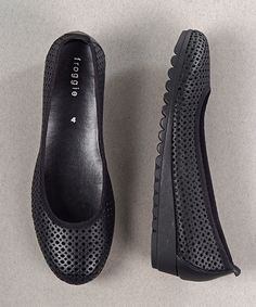 <ul> <li><em><strong>JUST ARRIVED!!</strong></em></li> <li>100% Genuine leather</li> <li>Froggie shoes are engineered for comfort.</li> <li>Beautifully styled from quality genuine leather.</li> <li>Cushioned soles ensure all day comfort.</li> </ul>
