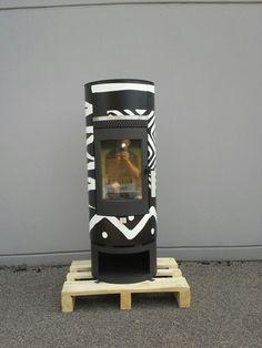 Wood-Bock houtkachel model Piccolo met houtvak. Motief Ethnic black & white.