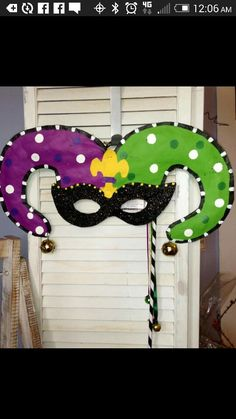 Mardi Gras – Deko ideen - To Have a Nice Day Diy Carnival Games, Carnival Crafts, Carnival Food, Mardi Gras Decorations, Carnival Masks, Carnival Tent, Carnival Prizes, Mardi Gras Outfits, Mardi Gras Costumes