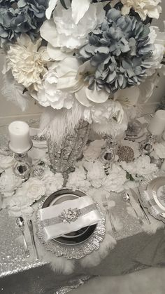 Diamant du Parris Inc. Bling Wedding Decorations, Silver Christmas Decorations, Christmas Table Settings, Christmas Tablescapes, Christmas World, Christmas Time Is Here, Cozy Christmas, Glam House, Deco Table