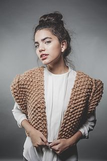 Everyone will look at you with this stylish vest. And the best of it, is really easy to knit!For this project, you will need:* 3 SKEINS OF WOOL GR).* 15 MM / 19 US CROCHET HOOK Wooden Knitting Needles, Knitting Kits, Knitting Yarn, Gilet Crochet, Knit Crochet, Sweater Cardigan, Men Sweater, Vest Pattern, Textiles