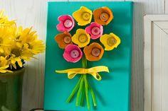 Kreatív újrahasznosítás: virágos kép papír tojástartóból