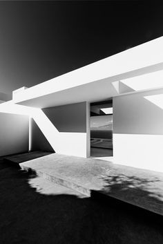 DESIGNTHEPASSION / Silver House of Oliver Dwek in Zante, Greece.  http://designthepassion.altervista.org