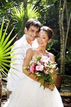 Photography: AkiDemi Photography | Read more: http://www.storymywedding.com/magical-secret-cenote-wedding/ #セノーテ #destinationwedding # 結婚式 #海外ウエディング