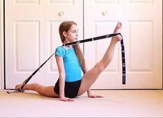 Dance Flexibility Stretches, Gymnastics Flexibility, Gymnastics Poses, Amazing Gymnastics, Flexibility Workout, Rhythmic Gymnastics, Anna Mcnulty, Acro Dance, Dancer Photography