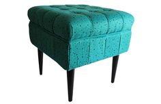 CHIPÉN Banquetas, almohadones y puffs, donde el diseño textil es el protagonista. http://charliechoices.com/chipen/