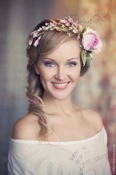 (notitle) - ❧ Blumen im Haar ❧ - - Blumenkranz Haare - Bridal Hair Flowers, Bridal Hair Pins, Silk Flowers, Flower Crown Bride, Flower Headdress, Hair Wreaths, Cooler Look, Turbans, Floral Hair