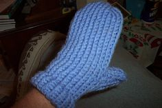 knifty knitter patterns | adult women's mittens for the blue round Knifty Knitter