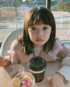 I'm asking for sweets Cute Asian Babies, Korean Babies, Asian Kids, Cute Babies, Ulzzang Kids, Ulzzang Korean Girl, Baby Tumblr, Cute Little Baby, Cute Korean