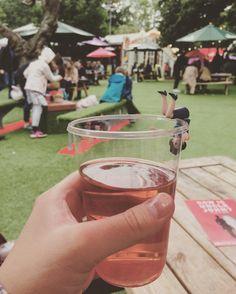 Cheers! .................. #inspiralrose #edinburgh #edfest #fuchiko #杯緣子…