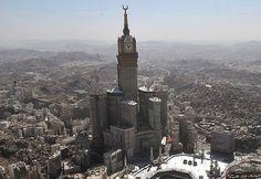 Los Abraj Al-Bait Towers , también conocido como la Torre del Reloj La Meca Royal hotel , es un complejo de edificios en La Meca, Arabia Saudita . El complejo posee varios récords mundiales, como el hotel más alto del mundo, el reloj de la torre más alta del mundo , el más grande del mundo la cara del reloj , y la mayor zona mundial de la construcción del piso. La torre del complejo del hotel se convirtió en el segundo edificio más alto del mundo en 2011, sólo superado por el Burj Dubai de…