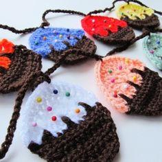 Crochet this easy cupcake garland via Rock n Roll Bride