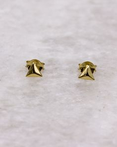 Faceted triangle stud earring, gold-plated sterling silver Double Earrings, Stud Earrings, Geometric Jewelry, Rose Gold Plates, Triangle, Plating, Jewellery, Sterling Silver, Jewels
