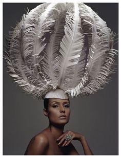 •*´¨`*•.¸¸.•*´¨`*•.¸¸.•*´¨`*•.¸¸.•* Wearable Art, Zoe Bradley, Artist, Surface Magazine, 2004, paper •*´¨`*•.¸¸.•*´¨`*•.¸¸.•*´¨`*•.¸¸.•*