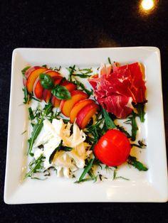 Forret med skinke, fersken (havde ingen nektariner) og mozzarella