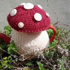 Toadstool tea cosy by www.nannaroo2.etsy.com