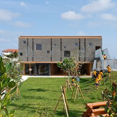 The island of Miyako-jima is prone to frequent typhoons, so this kindergarten was planned by Hibino Sekkei and Youji no Shiro to offer children protection