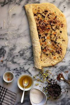 Bonkers Awesome Pistachio, Orange, and Dark Chocolate Cinnamon Rolls//joy the baker Kinds Of Desserts, Just Desserts, Breakfast Recipes, Dessert Recipes, Breakfast Ideas, Joy The Baker, Brunch, How Sweet Eats, Cinnamon Rolls