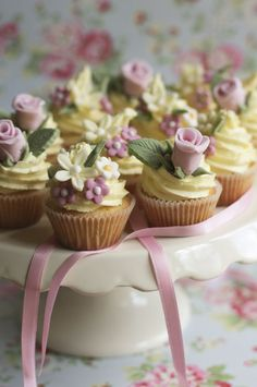 Cute little flower cupcakes! :)