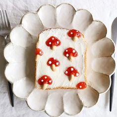 Mushroom toast art by Nayoko *・☆・*. Cute Food, Good Food, Yummy Food, Mushroom Toast, Bread Art, Aesthetic Food, Dessert Recipes, Desserts, Food Design