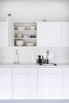Ikea Kitchen, Home Decor Kitchen, Interior Design Kitchen, Home Kitchens, Kitchen Dining, Cheap Bathroom Remodel, Kitchen Remodel, Minimalist Kitchen, Minimalist Interior