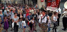 Les Poitevins ont répondu en nombre à la déambulation musicale et comique proposée par «La Clique sur Mer».