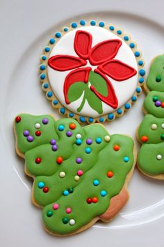 christmas food and baking diy -- great inspiration for holiday cookies and baking. love the frosting Christmas Tree Cookies, Iced Cookies, Christmas Sweets, Christmas Cooking, Noel Christmas, Christmas Goodies, Holiday Cookies, Holiday Treats, Christmas Cakes