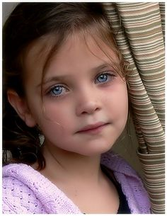 Child with gorgeous eyes - http://www.eyefetch.com/profile-images.aspx?user=RachJayn