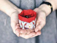 Tutoriales DIY: Cómo hacer un mini cesto de tela vía DaWanda.com