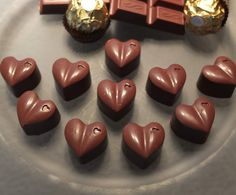 Nut Hearts - Rocher Pralinen by Schirmle on www. Rocher Chocolate, Chocolate Sweets, Chocolate Gifts, Homemade Chocolate, Ferrero Rocher, Chocolates, Thermomix Desserts, Candy Cookies, Xmas Food