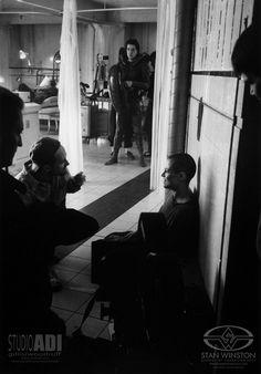 David Fincher directs Sigourney Weaver on the set of ALIEN³ as Tom Woodruff, Jr. Weaver before the legendary scene. Movie Creator, Alien Resurrection, Celebrity Film, Alien Isolation, Predator 1, Alien Queen, Sigourney Weaver, David Fincher, Aliens Movie