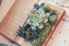 Não faltarão ideias para decorar seu casamento com livros: tendência vintage e super atual Image: 1