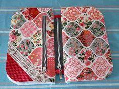 Schminktäschchen Nanami nähen - Abd My Site Sewing Patterns Free, Sewing Tutorials, Sewing Hacks, Handbag Tutorial, Zipper Pouch Tutorial, Patchwork Bags, Quilted Bag, Diy Bags Purses, Sew Bags
